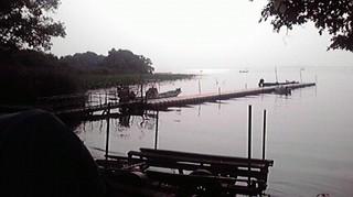 朝の湖面.jpg